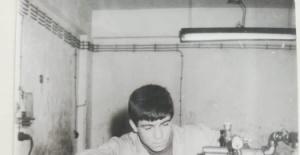 CHP'li O İsim 40 yıl önceki fotoğrafını paylaştı.
