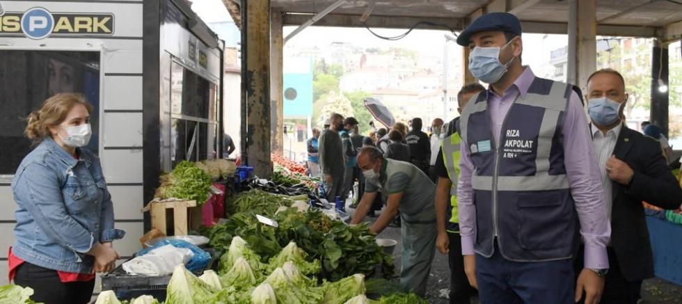 Başkan Rıza Akpolat semt pazarını denetledi