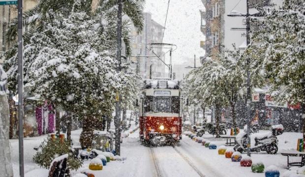 İstanbul'da kar, esarete dönüşüyor: Don ve buzlanma uyarısı!