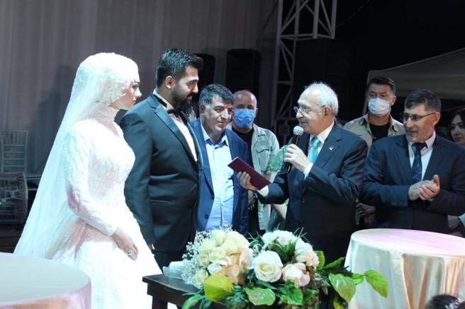 Karabayır Ailesinden Yılın Düğünü! Kılıçdaroğlu Nikah Şahiti Oldu!