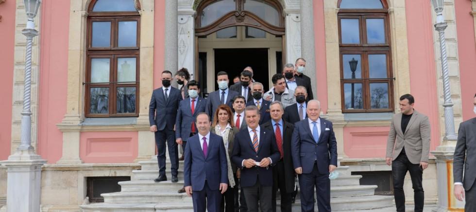 Mustafa Sarıgül, CHP'li Recep Gürkan'ı makamında ziyaret etti.